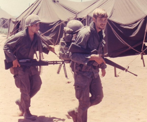 Riflemen with the 3rd Platoon, Co 'D', 3rd Bn.