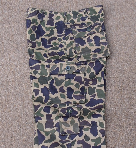 Leaf camouflage trousers featuring 2 exposed button hip pockets, two exposed button thigh cargo pockets and a small first aid pocket on the left leg.