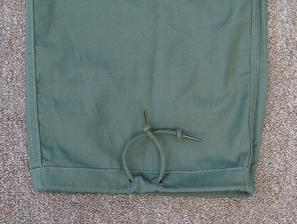 All versions of the Tropical Combat Trousers had leg bottom drawstrings.